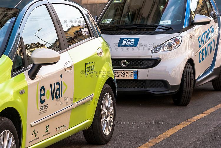 """Milano, le vetture di due compagnie di car sharing, e-vai e car2go --- Milan, the cars of two car sharing companies, """"e vai"""" and """"car2go"""""""