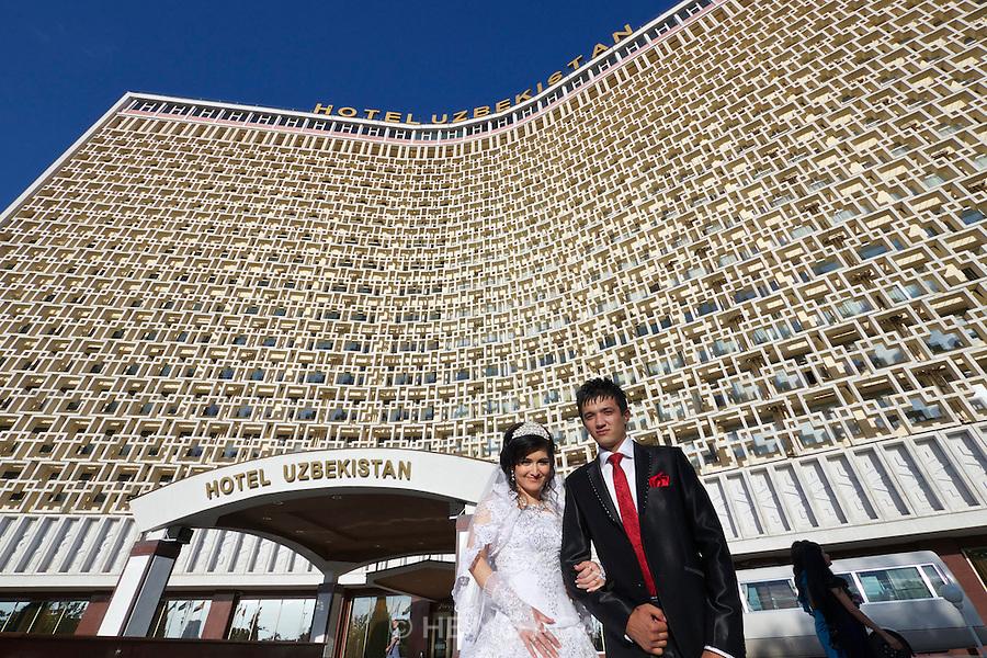 Uzbekistan, Tashkent.<br /> Wedding photos in front of Hotel Uzbekistan.