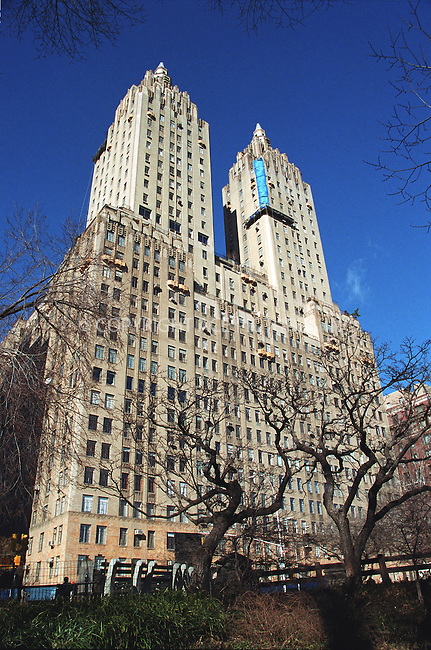 U2 frontman BONO bought a 3-bedroom apartment in this co-op building in New York for $3.4 million in April 2001. © 2002 by NY Photo Press.  ONE-TIME REPRODUCTION RIGHTS.       ....New York Photo Press   ..tel: (646) 267-6913    ..e-mail: info@nyphotopress.com