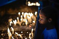 JUAZEIRO DO NORTE, CE, 01.11.2016 - DIA DO ROMEIRO - Fiéis acendem velas em frente A Capela de Nossa Senhora do Perpétuo Socorro em Juazeiro do Norte na noite desta terça-feira, 01, para homenagear Padre Cícero na véspera do feriado de finados. A Capela de Nossa Senhora do Perpétuo Socorro foi construída entre os anos de 1908 e 1909 e fica situada no início da Rua Santa Luzia, no Centro de Juazeiro. Conhecida como Capela do Socorro, a mesma está à frente do principal cemitério do município, e, no seu altar-mor, foram sepultados os restos mortais do Padre Cícero no dia 21 de julho de 1934. Por isso, tornou-se um dos lugares considerados sagrados e de grande visitação em Juazeiro, principalmente durante a Romaria de Finados, de tal forma a ser apontado como um dos túmulos mais visitados do mundo. Trata-se do único templo da cidade a ostentar imagens em vitrais do Padre Cícero e da Beata Maria de Araújo.(Foto: Levi Bianco/Brazil Photo Press)
