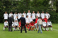 Aufstellung zum Mannschaftsfoto<br /> WM-Team des DFB trainiert in der Commerzbank Arena *** Local Caption *** Foto ist honorarpflichtig! zzgl. gesetzl. MwSt. Auf Anfrage in hoeherer Qualitaet/Aufloesung. Belegexemplar an: Marc Schueler, Alte Weinstrasse 1, 61352 Bad Homburg, Tel. +49 (0) 151 11 65 49 88, www.gameday-mediaservices.de. Email: marc.schueler@gameday-mediaservices.de, Bankverbindung: Volksbank Bergstrasse, Kto.: 151297, BLZ: 50960101
