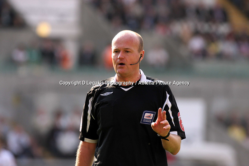 ATTENTION SPORTS PICTURE DESK<br /> Pictured: Referee Lee Mason<br /> Re: Coca Cola Championship, Swansea City FC v Bristol City FC at the Liberty Stadium Swansea, south Wales. Saturday 18 April 2009.<br /> Picture by D Legakis Photography / Athena Picture Agency, Swansea 07815441513