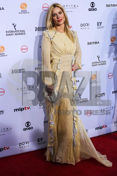 NEW YORK, NY 21.11.2016 - EMMY-2016 - Carolina Dieckmann durante tapete vermelho do Emmy Internacional 2016 prêmio dos melhores atores e novelas da TV, em Nova York, nos Estados Unidos na noite desta segunda-feira, 21. (Foto: Vanessa Carvalho/Brazil Photo Press)