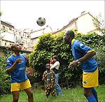 Jacques M'Vila e Doudou Mondele, congolesi, ritratti nel cortile di casa in quartiere san Paolo. Congolese football players in Balon Mundial, tournament for immigrants living in Piedmont.