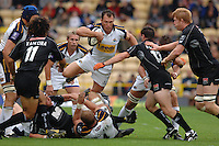 2005/06 Guinness Premiership Rugby, Saracens vs Leeds Tykes, Tykes, Roland de Margigny, goes over the top as he attacks the Saracens. Vicarage Road, Watford, ENGLAND: Sunday 11.09.2005.   © Peter Spurrier/Intersport Images - email images@intersport-images..   [Mandatory Credit, Peter Spurier/ Intersport Images].