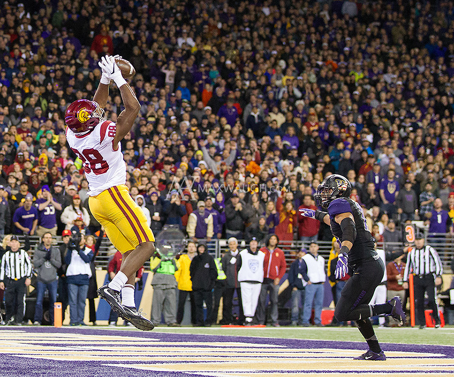 Daniel Imatorbhebhe catches a crucial fourth quarter touchdown to put USC up by two scores.