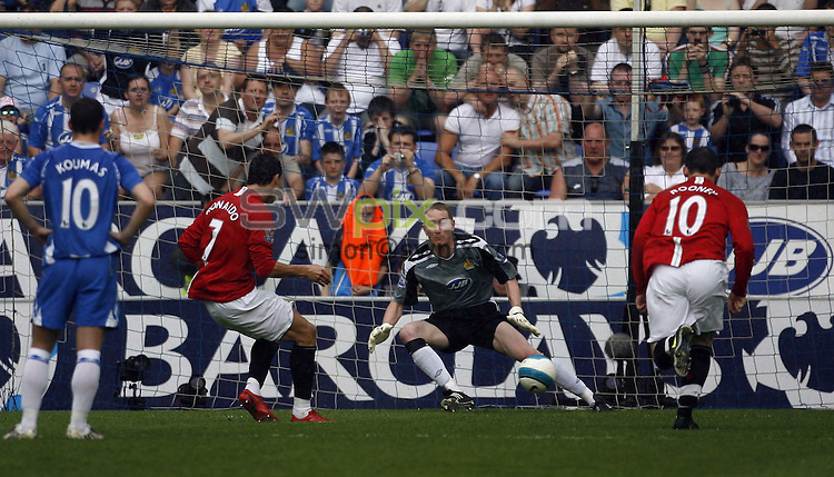 PICTURE BY Ben Duffy/SWPIX.COM -Premier League Football, Wigan Athletic v Manchester United....11/05/08. ..Copyright - Simon Wilkinson - 07811267706..Manchester United's Ronaldo scores from the penalty spot