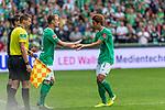 01.09.2019, wohninvest WESERSTADION, Bremen, GER, 1.FBL, Werder Bremen vs FC Augsburg<br /> <br /> DFL REGULATIONS PROHIBIT ANY USE OF PHOTOGRAPHS AS IMAGE SEQUENCES AND/OR QUASI-VIDEO.<br /> <br /> im Bild / picture shows<br /> Spielerwechsel Werder Bremen, Einwechslung Christian Groß / Gross (Werder Bremen #36), Auswechslung Yuya Osako (Werder Bremen #08), <br /> Groß feiert sein Bundesliga-Debüt, <br /> <br /> Foto © nordphoto / Ewert
