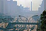 Poluição do ar na  avenida 23 de Maio, São Paulo. 1986. Foto de Juca Martins.