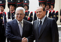 Il Presidente del Consiglio Silvio Berlusconi, destra, stringe la mano al Presidente dell'Autorita' Nazionale Palestinese Mahmoud Abbasa Palazzo Chigi, Roma, 7 ottobre 2009..Italian Premier Silvio Berlusconi, right,  shakes hands with Palestinian President Mahmoud Abbasat Chigi Palace, Rome, 7 october 2009..UPDATE IMAGES PRESS/Riccardo De Luca
