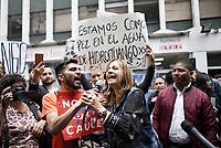 BOGOTA - COLOMBIA, 14-02-2019: Angela Maria Robledo, representante a la Cámara, acompaña a cientos de personas que protestan hoy, 14 de febrero de 2019, frente al Ministerio del Medio Ambiente de Colombia, para llamar la atención soibre la grave situación ambiental que se vive en la cuenca media y baja del Río Cauca debido al proyeco hidroeléctrico de Ituango, Antioquia. /  Angela Maria Robledo, representative to the camera, support hundred of people that protest today, February 14, 2019, in front of the Environmental Ministry of Colombia to draw the attention over the environmental situation of the middle and lower river basin of Cauca river caused by hydroelectric project of Ituango, Antioquia. Photo: VizzorImage / Diego Cuevas / Cont