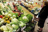 Il mercato di Piazza del Campo del Palio ad Asti.<br /> Food market in piazza del Campo del Palio in Asti.<br /> UPDATE IMAGES PRESS/Riccardo De Luca