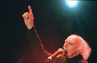 Gilles VIGNEAULT<br /> 1997<br /> Photo : CISFR-DALLE<br /> 9802S