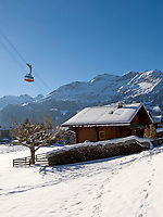 CHE, Schweiz, Kanton Bern, Berner Oberland, Wengen: Ortsansicht mit Wengen-Maennlichen Seilbahn | CHE, Switzerland, Canton Bern, Bernese Oberland, Wengen: wintersport resort w. Wengen-Maennlichen cable car