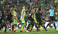 BOGOTÁ - COLOMBIA, 29-05-2018:Acción de juego entre los equipos  Atlético Huila   y el Atlético Nacional durante partido por la primera semifinal ida de la Liga Águila I 2018 jugado en el estadio Nemesio Camacho El Campín de la ciudad de Bogotá. / Action game between  Atletico Huila and  Atletico Nacional  during the firts  match semifinal for the Liga Aguila I 2018 played at the Nemesio Camacho El Campin Stadium in Bogota city. Photo: VizzorImage / Felipe Caicedo / Staff