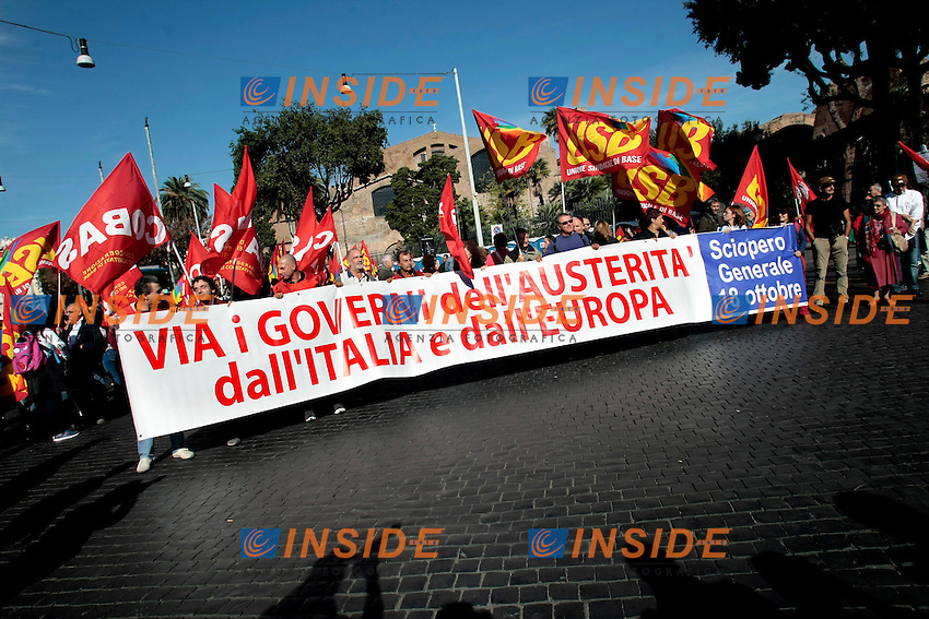 Striscione iniziale<br /> Roma 18-10-2013 Manifestazione dei sindacati di base USB e COBAS in occasione dello sciopero nazionale dei lavoratori.<br /> Strike and demonstration of the Left Trade Unions<br /> Photo Samantha Zucchi Insidefoto