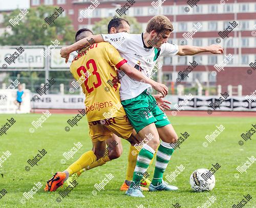 2015-08-30 / Voetbal / Seizoen 2015-2016 / KFC Duffel - Waterloo / Mezghrani Mohamed (l.Fc Duffel) met Renaut Edouard/ Foto: Mpics