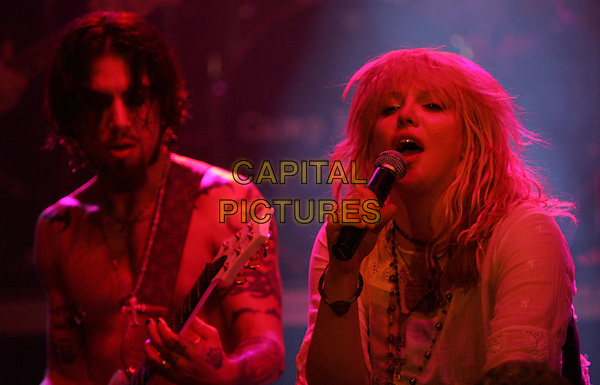 DAVE NAVARRO & COURTNEY LOVE .Perform at The Camp Freddy South East Asia Tsunami Relief Fund Benefit held at The Key Club in West Hollywood, California .January 27th, 2005.headshot, portrait, microphone, singing, music, stage, gig, concert.www.capitalpictures.com.sales@capitalpictures.com.Supplied By Capital PIctures