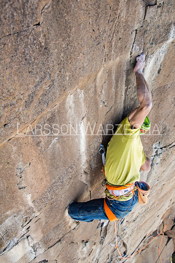 Lucho Birkner climbing 'Tres dias, tres noches' - 7b on Gran Pared (main sector), Valle des los Condores, Chile