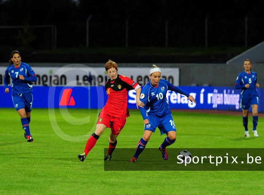 Iceland : UEFA Women's Euro Qualifying group stage (Group 3) - 21/09/2011 - 21:30CET (19:30 local time) - Laugardalsvöllur - Reykjavik : ICELAND (ijsland) - BELGIUM ( Belgie) : Lien Mermans in duel met Dora Larusdottir..foto DAVID CATRY / Vrouwenteam.be