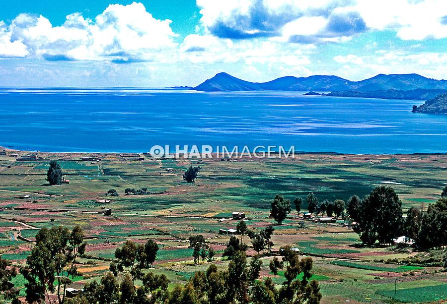 Campo agrícola no Lago Titicaca. Bolivia. 1998. Foto de Juca Martins.