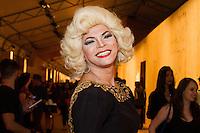 SAO PAULO, SP, 17.04.2015 - SÃO PAULO FASHION WEEK - Drag Queen, Salete Campari  no último dia da São Paulo Fashion Week, Verão 2016 no Parque Candido Portinari na regiao oeste de São Paulo, nesta sexta-feira, 17.(Foto: Kevin David / Brazil Photo Press ).
