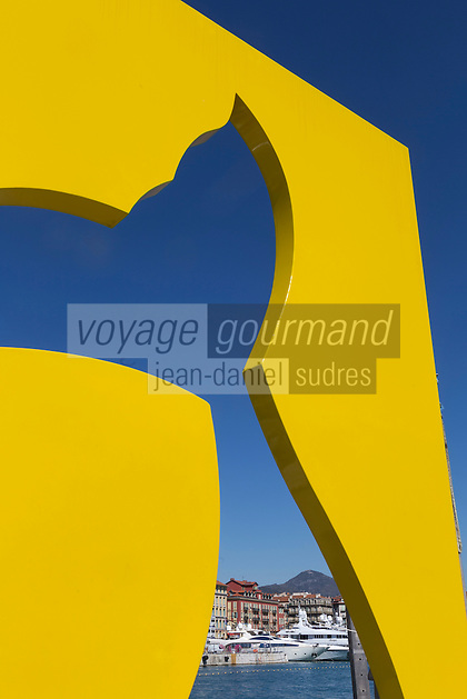 Europe/France/Provence-Alpes-C&ocirc;te d'Azur/Alpes-Maritimes/ Nice: Le Port Lympia ou port de Nice, Sculpture de Sacha Sosno 2012 &quot; A Pierre-Richard Dick&quot; MENTION OBLIGATOIRE   // Europe, France, Provence-Alpes-C&ocirc;te d'Azur, Alpes-Maritimes, Nice:  Lympia port or port of Nice, Sculpture of Sacha Sosno 2012 &quot;A Pierre-Richard Dick&quot;<br /> COMPULSORY INDICATION [Non destin&eacute; &agrave; un usage publicitaire - Not intended for an advertising use]