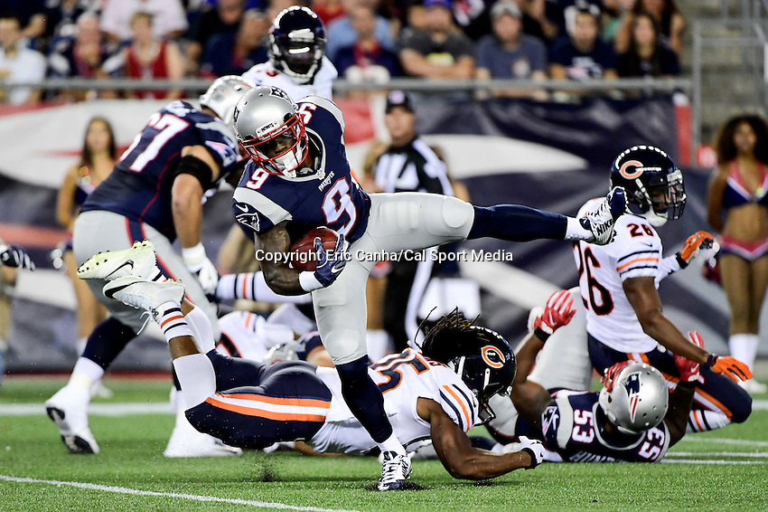 Thursday, August 18 2016: New England Patriots cornerback V'Angelo Bentley (9) breaks free of a tackle during a pre-season NFL game between the Chicago Bears and the New England Patriots held at Gillette Stadium in Foxborough Massachusetts. The Patriots defeat the Bears 23-22 in regulation time. Eric Canha/Cal Sport Media