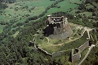 Europe/France/Auverne/63/Puy-de-Dôme/Murol: Les ruines du Château fort de Murol - Vue aérienne