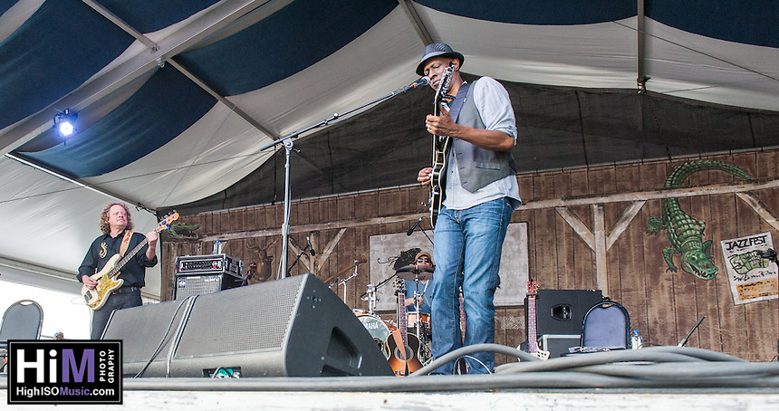 Keb Mo performs at the 2014 Jazz and Heritage Festival in New Orleans, LA.