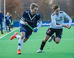 AMSTELVEEN - Gijs van Wagenberg (Pinoke) met Floris Middendorp (Adam)  tijdens de competitie hoofdklasse hockeywedstrijd heren, Pinoke-Amsterdam (1-1)   COPYRIGHT KOEN SUYK