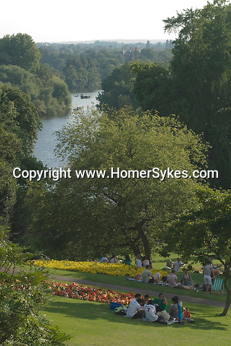 Richmond Upon Thames, Surrey, England 2007. Family enjoy a picnic in the borough gardens over looking the river Thames.