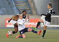 20170129 - LILLE , FRANCE : LOSC's Silke Demeyere (M) with Juvisy's Sophie Vaysse (R) and Kadidiatou Diani (L) pictured during women soccer game between the women teams of Lille OSC and FFC Juvisy Essonne  during the 1/16 final for the 2017 French Cup at stade Lille Metropole , Sunday 29th of January ,  PHOTO Dirk Vuylsteke | Sportpix.Be