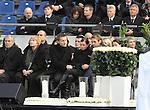 m heutigen Sonntag (15.11.2009) nahmen die Fans und Freunde des am 10.11.2009 verstorbenen Nationaltorwartes Robert Enke ( Hannover 96 ) Abschied. In der groessten Trauerfeier nach Adenauer kamen rund 100.000 Träuergaeste zur AWD Arena. Zu den VIP zählten u.a. Altkanzler Gerhard Schroeder, Bundestrainer Joachim Loew und die aktuelle DFB Nationalmannschaft, sowie Vertreter der einzelnen Bundesligamannschaften und ehemalige Vereine, in denen er gespielt hat. Der Sarg wurde im Mittelkreis des Stadions aufgebahrt. Trauerreden hielten u.a. MIniterpräsident Christian Wulff, DFB Präsident Theo Zwanziger , Han. Präsident Martin Kind <br /> <br /> <br /> Foto:   Terese Enke <br /> <br /> Foto: © nph ( nordphoto )