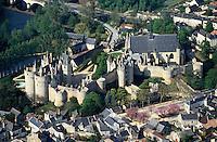 Europe/France/Pays de la Loire/49/Maine-et-Loire/Montreuil-Bellay: Le Château et l'église - Vue aérienne