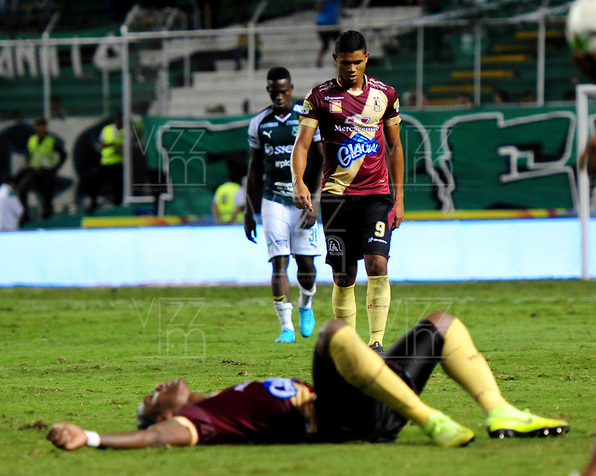 PAMIRA-COLOMBIA, 05-06-2019: Jugadores de Deportes Tolima, se lamentan al perder clasificación a la final de la Liga Águila I, al término de partido entre Deportivo Cali y Deportes Tolima, de la fecha 6 de los cuadrangulares semifinales por la Liga Águila I 2019 jugado en el estadio Deportivo Cali (Palmaseca) de la ciudad de Palmira. / Players of Deportes Tolima, react after lose classification to the final of the Liga Águila I, at the end of the between Deportivo Cali and Deportes Tolima, of the 6th date of the semifinals quarters for the Aguila Leguaje I 2019 at the Deportivo Cali (Palmaseca) stadium in Palmira city. Photo: VizzorImage / Nelson Ríos / Cont.