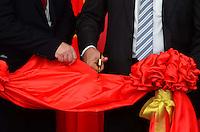 RIO DE JANEIRO, RJ, 20.05.2015: LI-KEQIANG - - O primeiro-ministro da China, Li Keqiang, acompanhado do governador Luiz Fernando Pezão, visita a Exposição de Equipamentos e Manufaturados da China, no Armazém 3 do Pier Mauá, no Rio de Janeiro, nesta quarta-feira (20). (Foto: Jorge Hely/Brazil Photo Press)