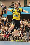 Rhein Neckar Loewe Hendrik Pekeler (Nr.23) alleine vorm Tor beim Spiel in der Handball Champions League, Rhein Neckar Loewen - HBC Nantes.<br /> <br /> Foto &copy; PIX-Sportfotos *** Foto ist honorarpflichtig! *** Auf Anfrage in hoeherer Qualitaet/Aufloesung. Belegexemplar erbeten. Veroeffentlichung ausschliesslich fuer journalistisch-publizistische Zwecke. For editorial use only.