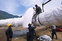 INDIA Tamil Nadu, Muppandal, construction of Vestas wind turbine, Vestas RBB is a danish indian Joint Venture, rotor star with blades / INDIEN Tamil Nadu Muppandal, Aufbau einer Windkraftanlage der Firma Vestas RBB , ein daenisch indisches Joint Venture, Windpark am Kap Comorin, Rotorstern mit Rotorblaettern