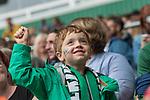 05.08.2017, Weserstadion, Bremen, GER, FSP, SV Werder Bremen (GER) vs FC Valencia (ESP)<br /> <br /> im Bild<br /> weiblicher Werder Fan mit Werder Raute Tattoo  auf der Backe auf Tribüne, <br /> <br /> Foto © nordphoto / Ewert