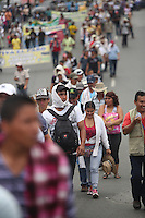 CALI -COLOMBIA,  29-08-2013. Miles de estudiantes se volcaron a las calles de la ciudad de Cali en apoyo al Paro Nacional Agrario. En la imagen estudiantes, trabajadores y gente del común marchando hacia la Plaza de San francisco en Cali./ Thousands of students took to the streets of Cali to support the Agrarian National Strike. In the image students, workers and people in general march to the Plaza de San Francisco in Cali city. Photo: VizzorImage/Gabriel Aponte/STR