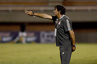 ENVIGADO -COLOMBIA-21-09-2014. Gustavo Costas técnico de Independiente Santa Fe gesticula durante partido con Envigado FC por la fecha 10 de la Liga Postobón II 2014 realizado en el Polideportivo Sur de la ciudad de Envigado./ Gustavo Costas coach of Independiente Santa Fe gestures during match against Envigado FC for the 10th date of the Postobon League II 2014 at Polideportivo Sur in Envigado city.  Photo: VizzorImage/Luis Ríos/STR