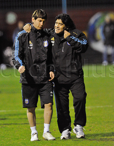 01 03 2010  Argenitna team manager Diego Maradona and Lionel Messi, training in Munich.