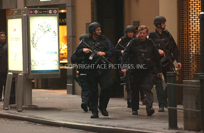 WWW.ACEPIXS.COM . . . . . ....November 29 2005, New York City....Police at the scene of a $4 million armed robbery in the Diamon District of Manhattan.....Please byline: KRISTIN CALLAHAN - ACEPIXS.COM.. . . . . . ..Ace Pictures, Inc:  ..Philip Vaughan (212) 243-8787 or (646) 679 0430..e-mail: info@acepixs.com..web: http://www.acepixs.com