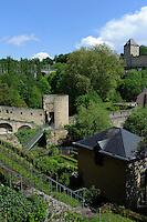 Weinberg und Brücke Stierchen über die Alzette in Grund, Stadt Luxemburg, Luxemburg