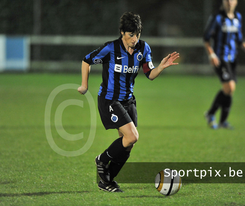20131001 - VARSENARE , BELGIUM : Brugge's Ingrid De Rycke  pictured during the female soccer match between Club Brugge Vrouwen and Royal Antwerp FC Ladies , of the fifth matchday in the BENELEAGUE competition. Tuesday 1 October 2013. PHOTO DAVID CATRY