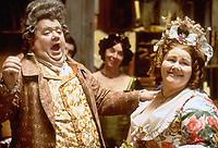 A Christmas Carol (1999)<br /> Ian McNeice &amp; Annette Badland<br /> *Filmstill - Editorial Use Only*<br /> CAP/KFS<br /> Image supplied by Capital Pictures