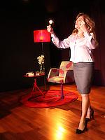 """SAO PAULO, 09 DE AGOSTO DE 2012. PRE ESTREIA COMO TER SEXO A VIDA TODA COM A MESMA PESSOA .  A atriz Tania Bondezan durante a pré estréia da peça de """"Como ter sexo a vida toda com a mesma pessoa"""" no Teatro da Vila em São Paulo. FOTO: ADRIANA SPACA - BRAZIL PHOTO PRESS"""