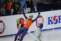 SCHAATSEN: DORDRECHT: Sportboulevard, Korean Air ISU World Cup Finale, 11-02-2012, Niels Kerstholt NED (61) wint voor Liam McFarlane CAN (9), ©foto: Martin de Jong