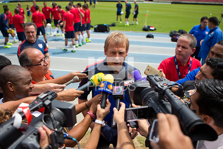 Panama City, Panama - Monday, October 14, 2013: The US Men's National team training session at Estadio Rommel Fernandez.